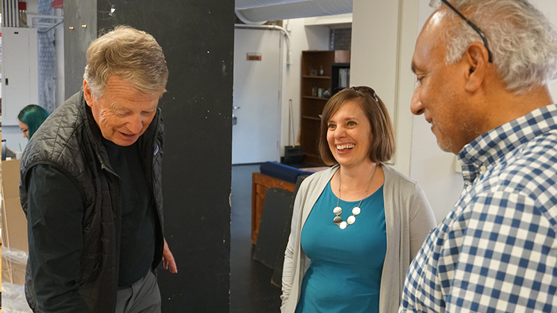 Teresa interacting with LAR faculty_2