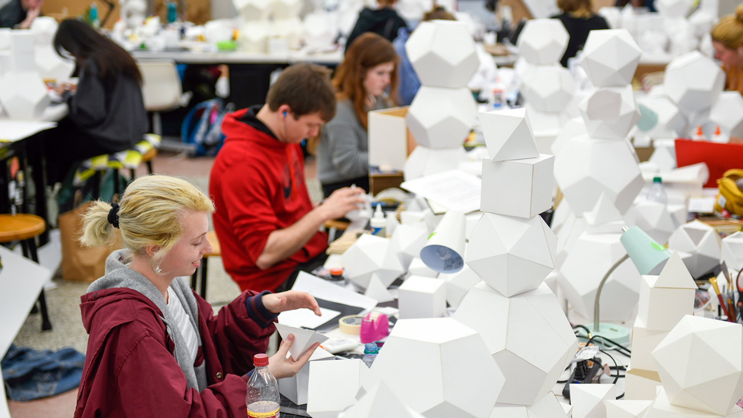 Students work on 3-d project in Leazar Hall